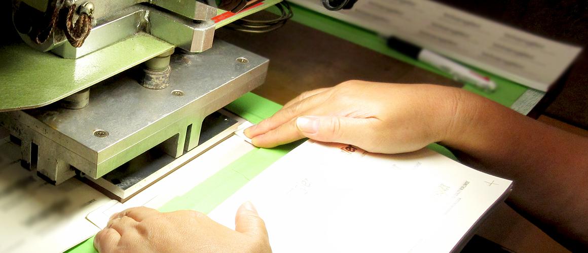 高周波ウェルダー加工のホークアイ社内画像06